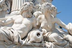 Athenebrunnen nahe dem Parlament Buildin stockfotos