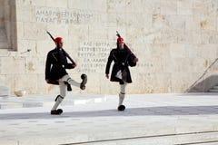 athenes som bygger den högtidliga parlamentvaktposten Royaltyfria Bilder
