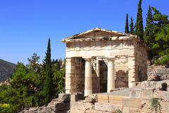 Atheniankassa, Delphi, Grekland Arkivfoto