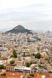 Athens cityscape och Lycabettus kull Fotografering för Bildbyråer