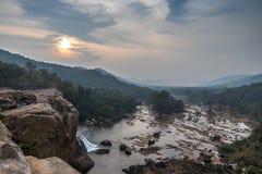 Athirappilly faller Athirapally vattennedgångar jpglägemellan Ayyampuzha, Aluva Taluk, Ernakulam område och Athirappilly Chal arkivbilder