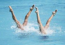 Athlètes concurreert tijdens Artistieke het Zwemmen Kampioenschappen, royalty-vrije stock fotografie