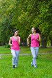 Athlète courant féminin Coureur de femme sprintant pour le mode de vie sain Photo libre de droits