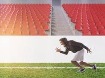 Athlète d'afro-américain courant sur le terrain de football, modifié la tonalité Photographie stock libre de droits