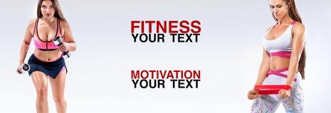 Athlète de femmes de forme physique avec des haltères et des bandes Calibre, bannière ou affiche pour des annonces de sport Fond  photo libre de droits