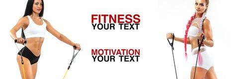 Athlète de femmes de forme physique avec l'extenseur Calibre, bannière ou affiche pour des annonces de sport Fond blanc photo stock