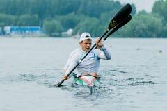 Athlète deux dans un kayak Photographie stock libre de droits