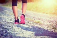 Athlète féminin Runner Plan rapproché sur des chaussures Photos stock