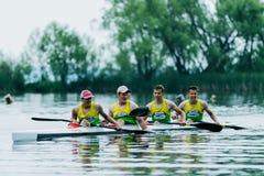 Athlète quatre dans un kayak Image stock