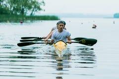 Athlète quatre dans un kayak Photographie stock libre de droits