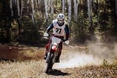 Athlète sur emballer la motocyclette de sports Photographie stock