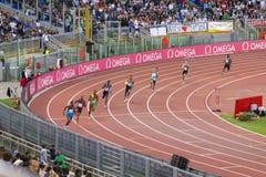 Athlètes dans les 400 mètres de course Photo stock