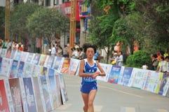 Athlètes féminins dans le marathon Images libres de droits