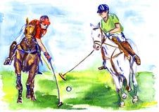 Athlètes jouant à cheval le polo pendant le jour d'été ensoleillé Images stock