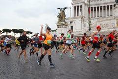 Athlètes participant au 23ème marathon à Rome Images stock