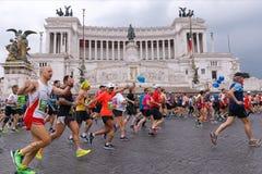 Athlètes participant au 23ème marathon à Rome Images libres de droits