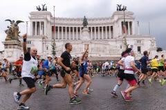 Athlètes participant au 23ème marathon à Rome Photographie stock