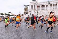 Athlètes participant au 23ème marathon à Rome Photos libres de droits