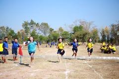 Athlètes thaïlandais non identifiés d'années des étudiants 4 - 12 Image libre de droits