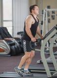 Athlet auf der Tretmühle Stockbild