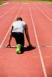 Athlet betriebsbereit zu laufen lizenzfreies stockbild