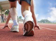 Athlet betriebsbereit zum Rennen lizenzfreies stockfoto