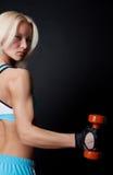 Athlet, der Übung und das Anstarren tut Stockfoto