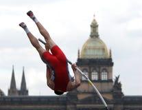 Athlet, der den Stab löscht Stockbilder