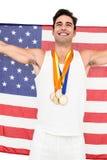 Athlet, der mit Goldmedaillen nach Sieg aufwirft Lizenzfreie Stockfotos