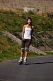 Athlet läuft mit einem Sturzhelm eis Stockbilder
