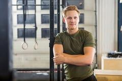 Athlet Standing Arms Crossed Lizenzfreie Stockfotografie