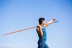 Athlet About To Throw ein Speer stockfotos