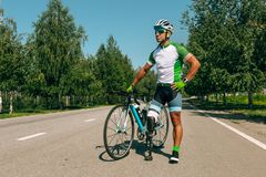 Free Athlete Disabled Amputee Training In Cycling Royalty Free Stock Image - 154058206