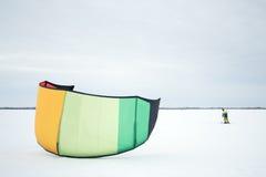 The athlete prepares the kite for riding Royalty Free Stock Photos