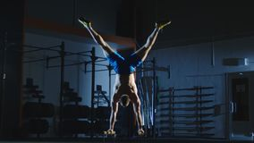 Free Athlete Working Out On Bars Training Stamina Royalty Free Stock Photography - 113285297