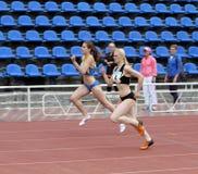 Athleten auf dem internationalen athletischen Treffen lizenzfreies stockfoto