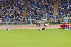 Athleten auf 100 m-Rennen stockfotos