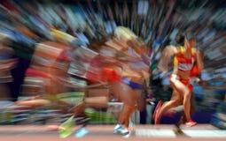 Athleten, die das Rennen beginnen Stockbilder