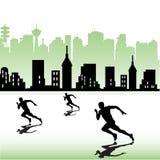Athleten, die nahe einer Stadt laufen Stockbild