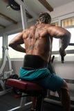 Athleten-Doing Heavy Weight-Übung für Rückseite Stockbild