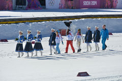 Athleten gehen zur Blumenzeremonie Lizenzfreie Stockbilder