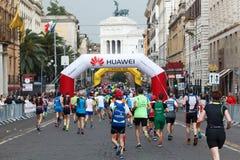 Athleten lassen den Marathon, Marathonläufer laufen lizenzfreie stockfotos
