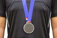 Athleten-Standing With Gold-Medaillen Lizenzfreie Stockfotografie