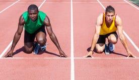 Athleten vor dem Rennen-Anfang lizenzfreies stockbild