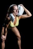 Athletenabwischen geschwitzt mit Tuch beim oben schauen Stockbilder