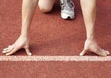 Athletenanfang eines Rennens Lizenzfreies Stockfoto