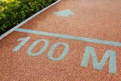 Athletenbahn 100 Meter zu gehen Lizenzfreies Stockfoto