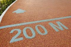 Athletenbahn 200 Meter zu gehen Stockbilder