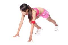 Athletenfrau betriebsbereit, in Profil zu laufen stockfotografie