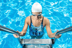 Athletic girl in the swim pool Royalty Free Stock Photography